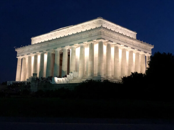 Image of Lincoln Memorial at night.
